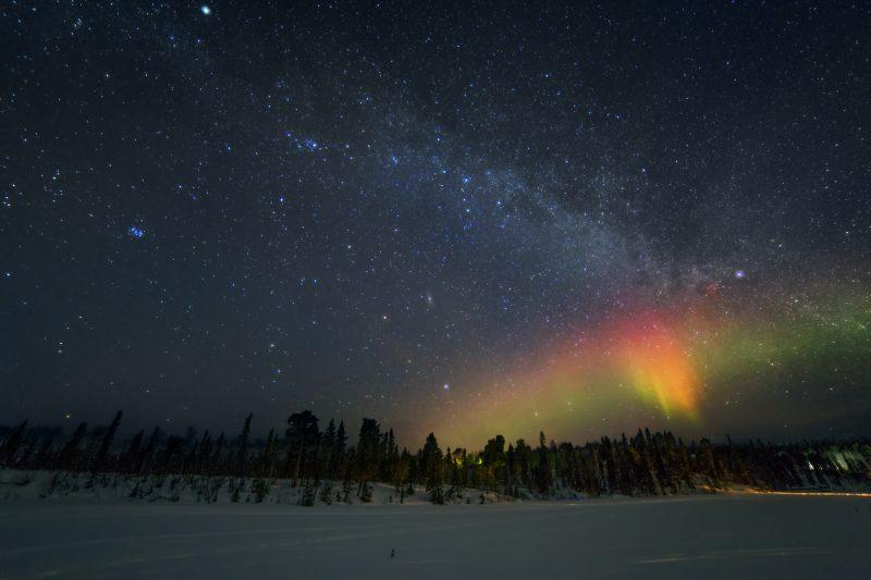 Тандем северного сияния и Млечного Пути