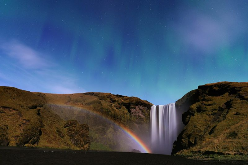 Водопад, лунная радуга и полярное сияние в Исландии