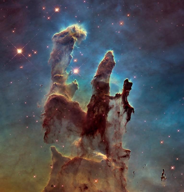 Столпы Творения — скопления межзвёздного газа и пыли в туманности Орёл, примерно в 7000 световых лет от Земли