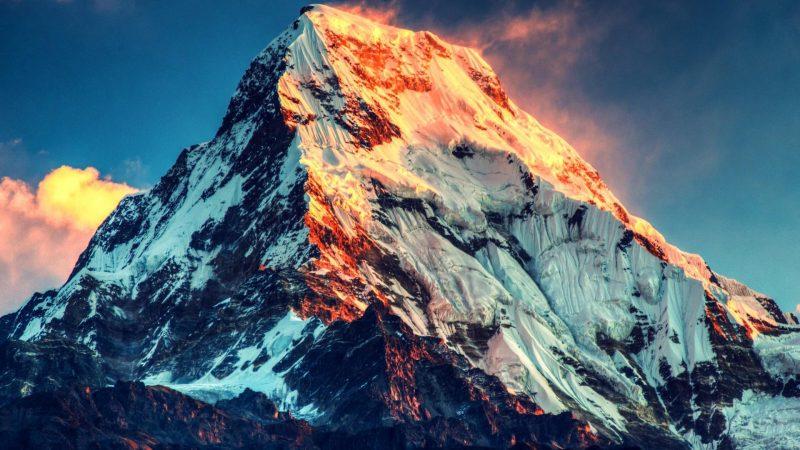 Эверест в последних лучах закатного солнца, обои на рабочий стол, 3840*2160