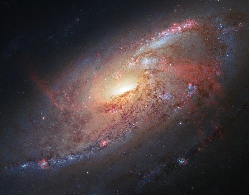 heic1302a - Лучшие фото мира. Сборник лучших фото - Спиральная галактика М 106. Фото в высоком качестве