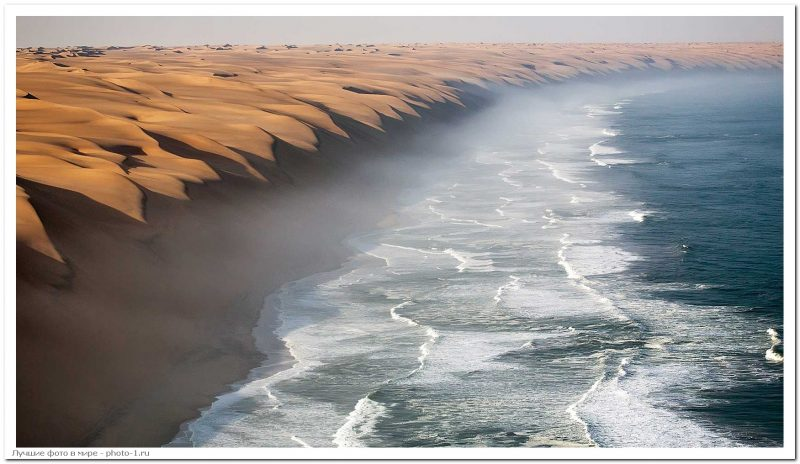 Where the Namib desert meets the sea funnyrepost.com - Лучшие фотографии в мире - Место, где пустыня Намиб встречается с морем, 5 фото