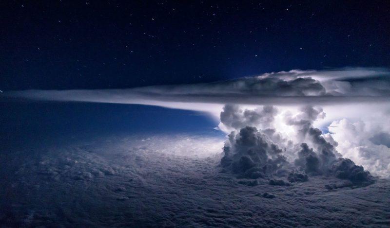 1470070872 771592 - Лучшие фото мира. Сборник лучших фото - Фото ночной грозы с самолёта над Тихим Океаном